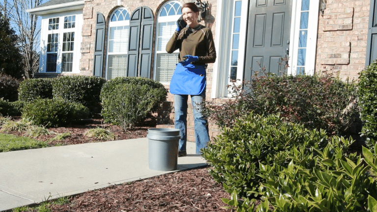 Supply Maid Apron holds small gardening tools for gardners